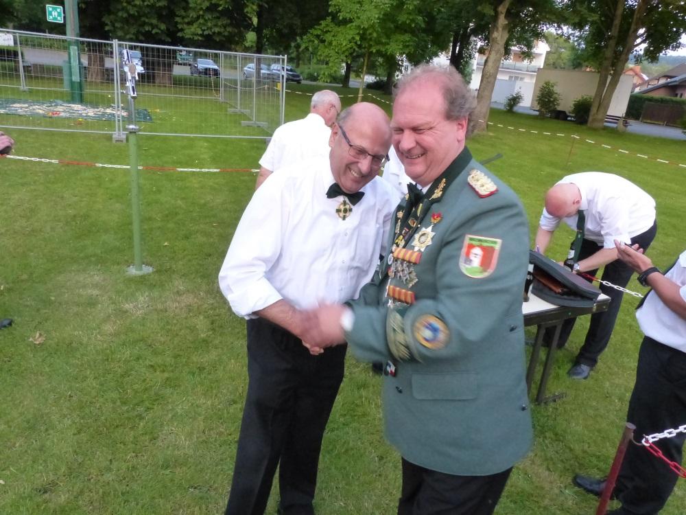 Gratulation Oberst an Toni Leiner